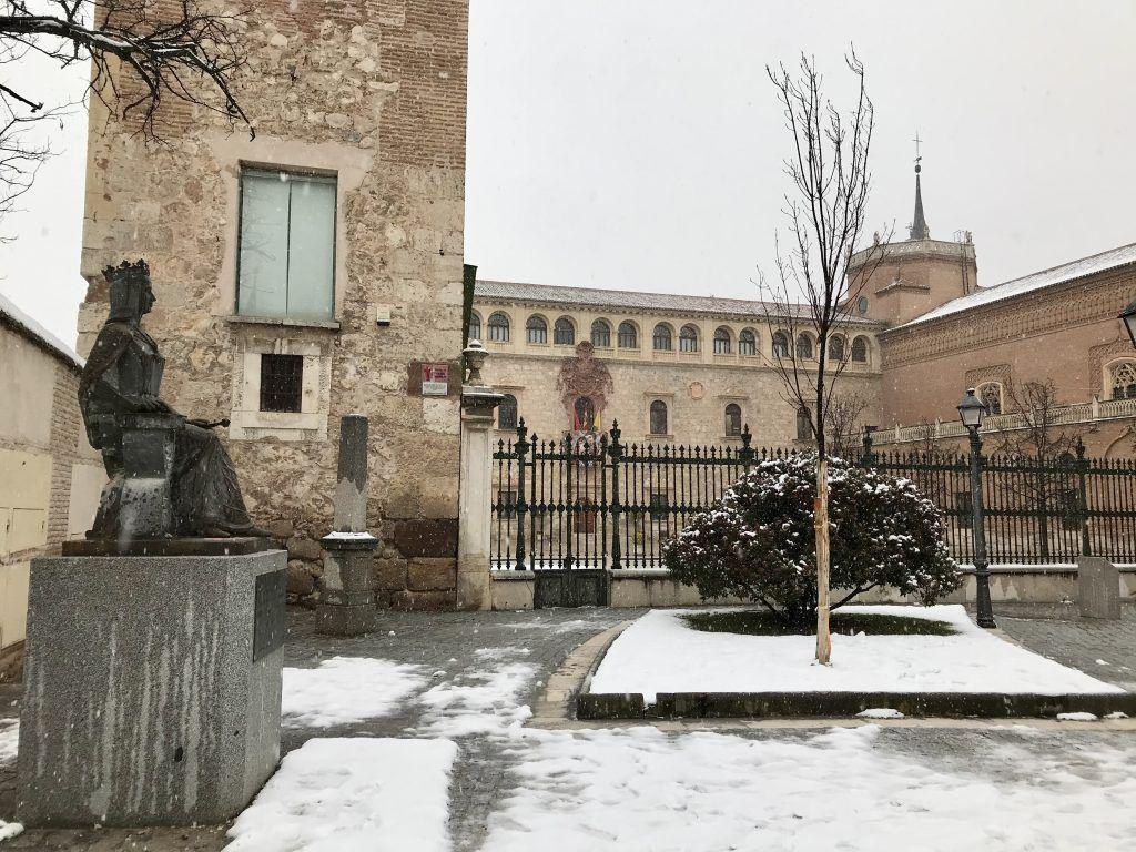 """El Palacio Arzobispal de Alcalá de Henares durante el paso de la borrasca """"Filomena"""" (Imagen: CompluTour)"""
